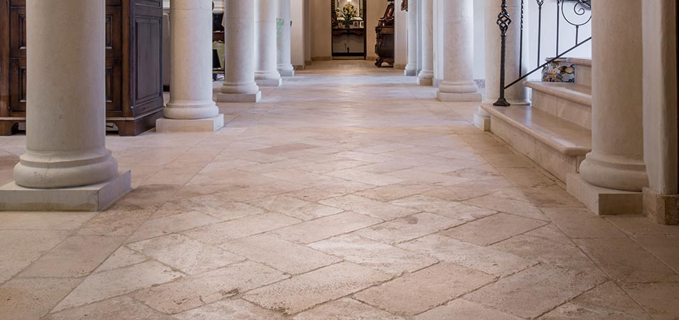 Travertine as a building material - Versatility, chromatic diversity and adhesion