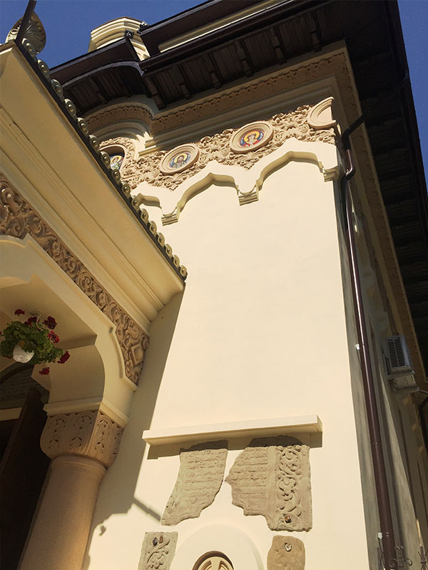 constructii-stil-neoromanesc-2