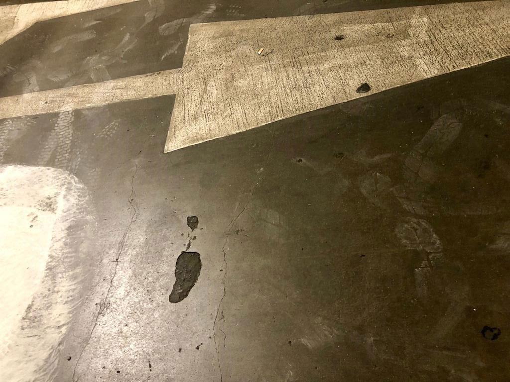Suprafață de beton deteriorată